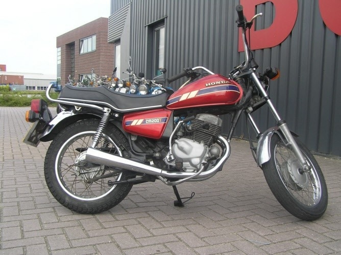 Honda-CM200-candy-rood,-24.082-mijl