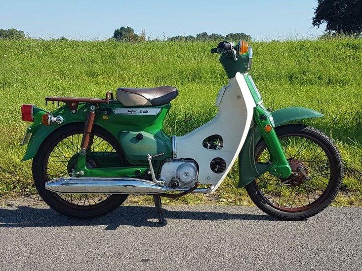 Honda-C50-gerestaureerd,-K1-Japans-(31)-Groen