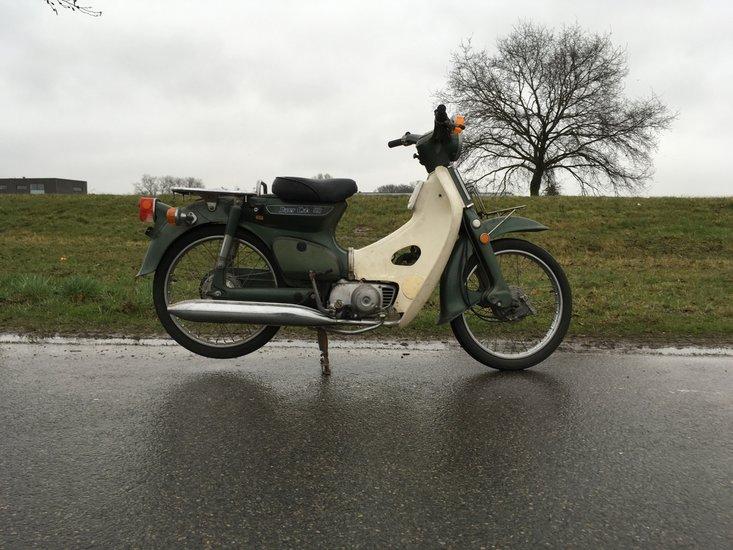 Honda-C50-K1-japans-(07)-8657-km