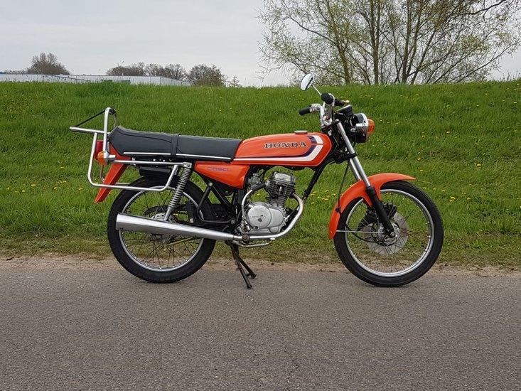 Honda-CB50-Oranje