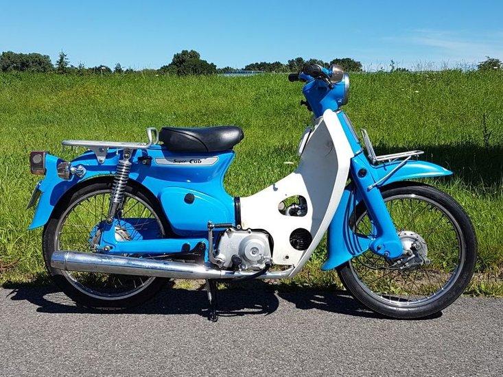 -TE-HUUR!-Honda-C50-K1-Blauw-(ook-te-koop)
